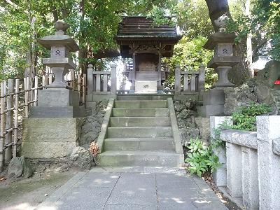 西新井大師本堂裏手(権現堂)