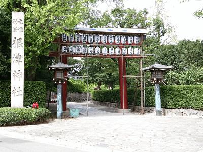 根津神社の鳥居(表参道口)