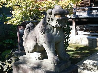 白山神社の狛犬(左)